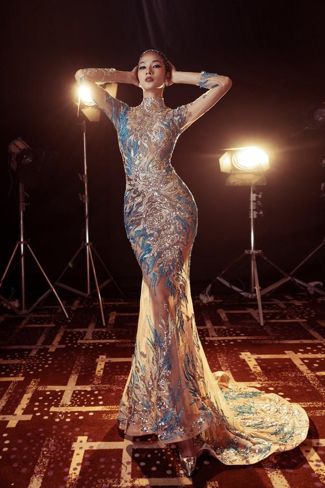 Đỗ Thị Hà nền nã với áo dài, Hoàng Thuỳ diện váy xuyên thấu hoá 'mỹ nhân ngư' - ảnh 2