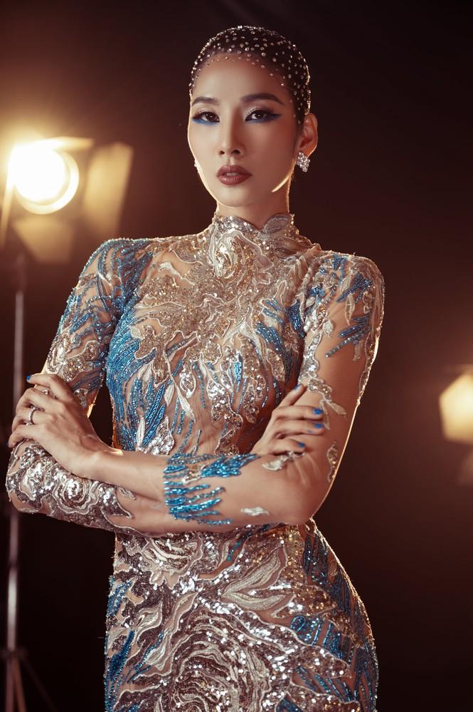 Đỗ Thị Hà nền nã với áo dài, Hoàng Thuỳ diện váy xuyên thấu hoá 'mỹ nhân ngư' - ảnh 3
