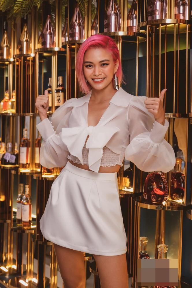 Hoa hậu Đỗ Thị Hà lộng lẫy tựa 'nữ thần', Á hậu Ngọc Thảo diện váy xẻ khoe chân dài 1m11 - ảnh 15