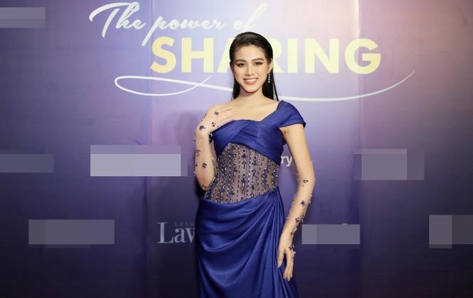 Hoa hậu Đỗ Thị Hà lộng lẫy tựa 'nữ thần', Á hậu Ngọc Thảo diện váy xẻ khoe chân dài 1m11 - ảnh 2