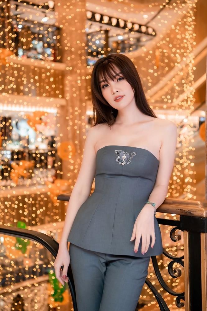Hoa hậu Đỗ Thị Hà lộng lẫy tựa 'nữ thần', Á hậu Ngọc Thảo diện váy xẻ khoe chân dài 1m11 - ảnh 13