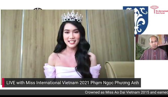 Á hậu Phương Anh livestream bằng tiếng Anh với giám đốc quốc gia Miss International - ảnh 1