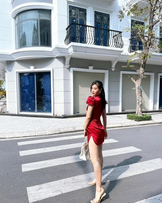 Tiểu Vy khoe thần thái 'đỉnh cao' tựa fashionista, Cẩm Đan vai trần quyến rũ - ảnh 13
