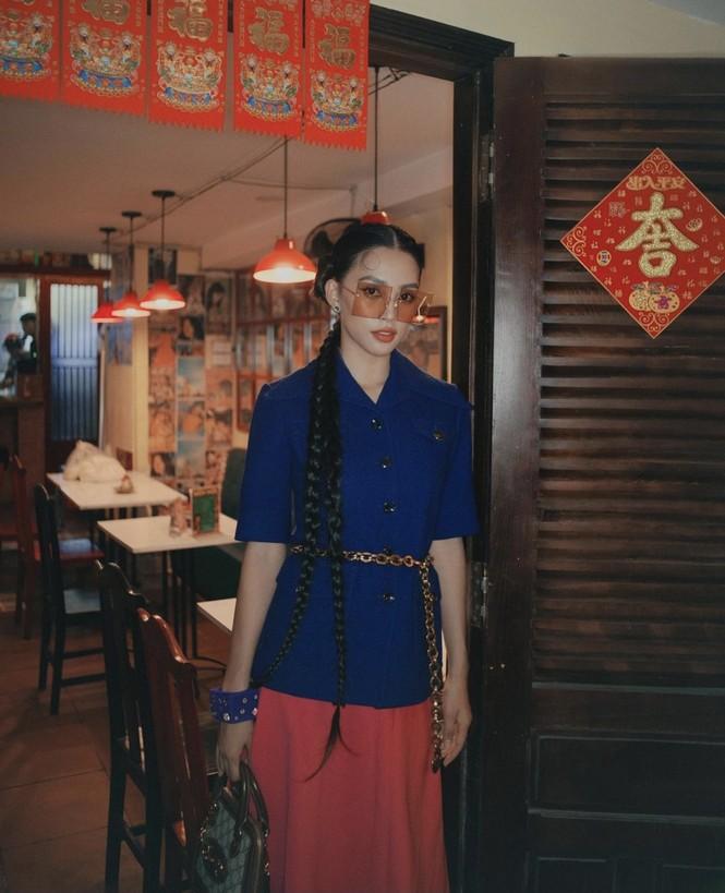 Tiểu Vy khoe thần thái 'đỉnh cao' tựa fashionista, Cẩm Đan vai trần quyến rũ - ảnh 3