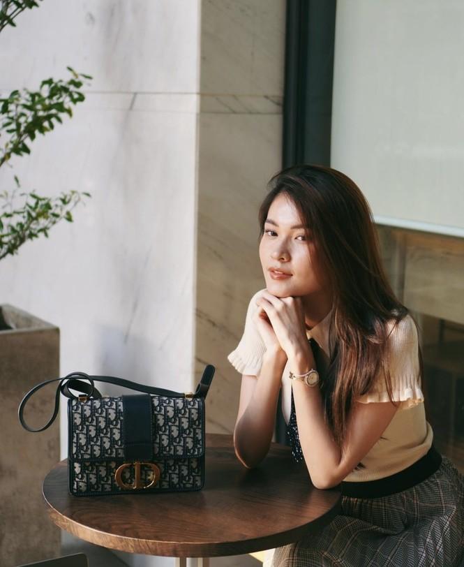 Tiểu Vy khoe thần thái 'đỉnh cao' tựa fashionista, Cẩm Đan vai trần quyến rũ - ảnh 15