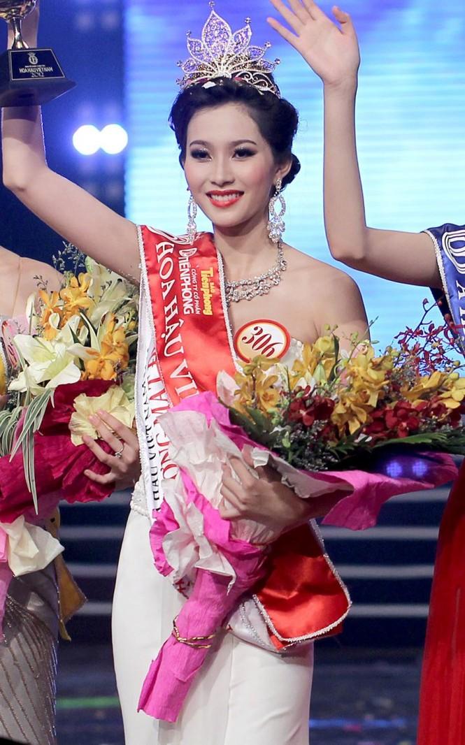 Top 3 HHVN 2012: Hoa hậu Đặng Thảo và 2 á hậu đều có hôn nhân viên mãn - ảnh 1