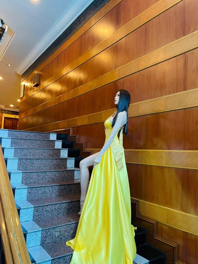 Ngọc Thảo mặc màu vàng 'phong thuỷ' cực lộng lẫy bước vào vòng phỏng vấn ở Miss Grand  - ảnh 4