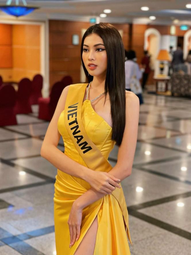 Ngọc Thảo mặc màu vàng 'phong thuỷ' cực lộng lẫy bước vào vòng phỏng vấn ở Miss Grand  - ảnh 7