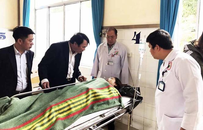Xe khách 'đấu đầu' xe tải: Nhiều bệnh nhân bị thương nặng - ảnh 2
