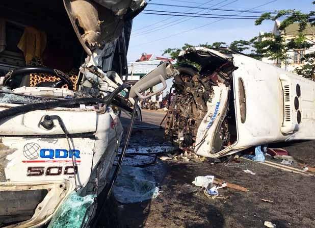 Xe khách 'đấu đầu' xe tải: Nhiều bệnh nhân bị thương nặng - ảnh 3