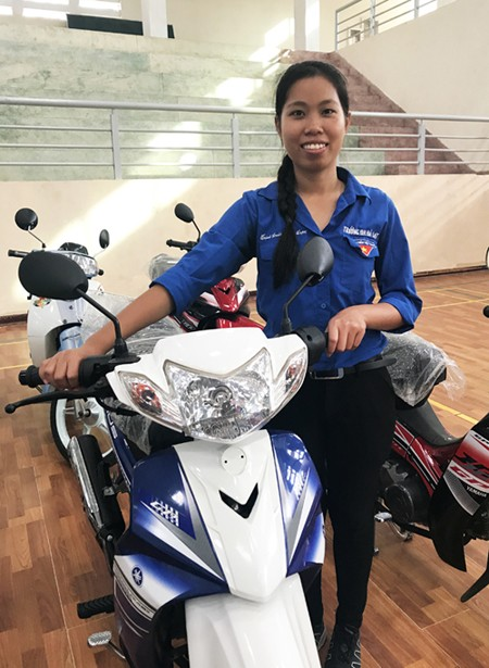 Cựu sinh viên Đà Lạt tặng 20 xe máy cho sinh viên nghèo - ảnh 1