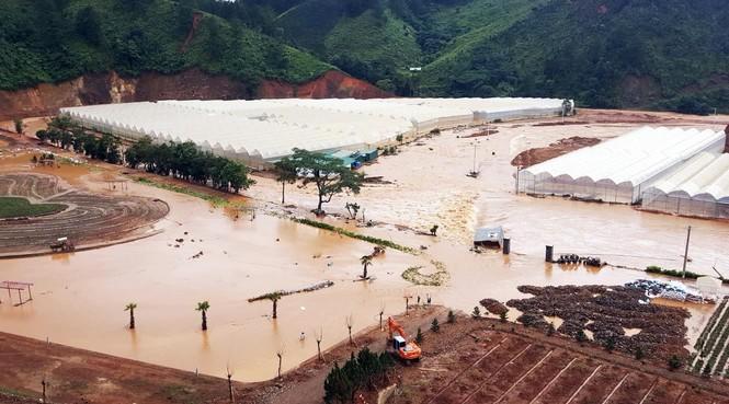 Băng qua nước xiết giải cứu gần trăm người dân bị cô lập - ảnh 6