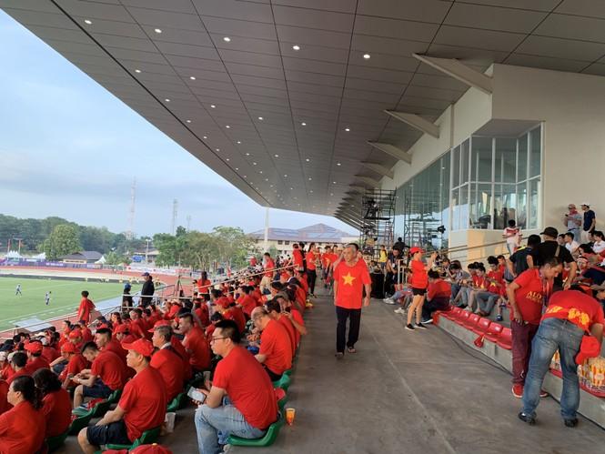 Những cổ động viên 'số đỏ' khi tiếp lửa cho U22 Việt Nam - ảnh 2