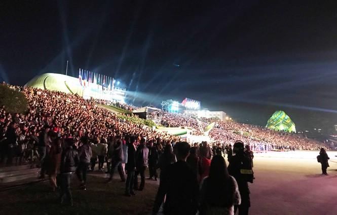 Biển người tham dự đêm khai mạc Festival hoa Đà Lạt 2019 - ảnh 1
