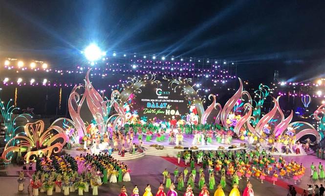 Biển người tham dự đêm khai mạc Festival hoa Đà Lạt 2019 - ảnh 3