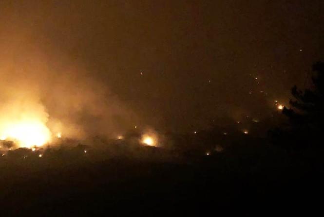 Núi rác Cam Ly bốc cháy suốt 3 ngày, khói bụi mịt mù bao trùm Đà Lạt  - ảnh 1
