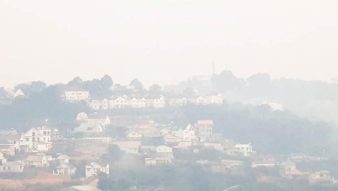 Núi rác Cam Ly bốc cháy suốt 3 ngày, khói bụi mịt mù bao trùm Đà Lạt  - ảnh 2