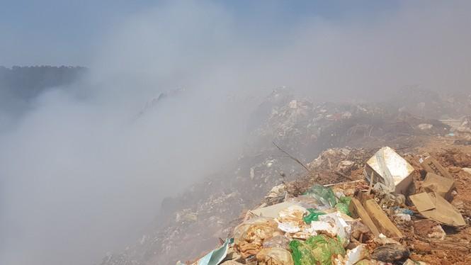 Mới nhất vụ Núi rác Cam Ly bốc cháy suốt 3 ngày, khói bụi mịt mù bao trùm Đà Lạt - ảnh 4