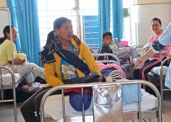 Gần 100 trẻ em nghi bị ngộ độc phải nhập viện sau bữa ăn từ thiện - ảnh 1