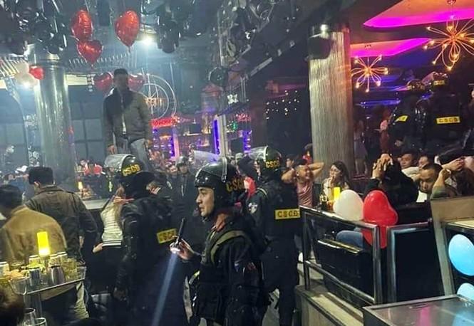 Đột kích quán bar Rain Đà Lạt, phát hiện gần 100 thanh niên phê ma túy  - ảnh 1