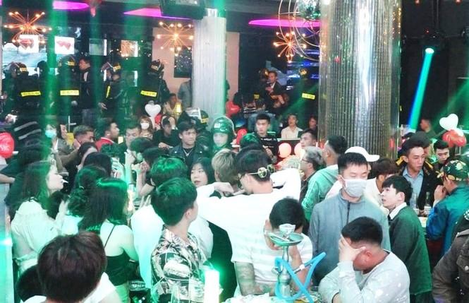 Đột kích quán bar Rain Đà Lạt, phát hiện gần 100 thanh niên phê ma túy  - ảnh 2
