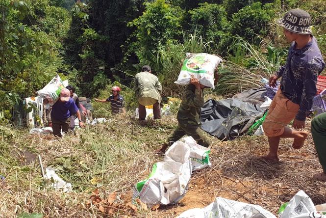 Xe tải lao xuống vực bên đèo Bảo Lộc, hai người thoát chết trong gang tấc - ảnh 3