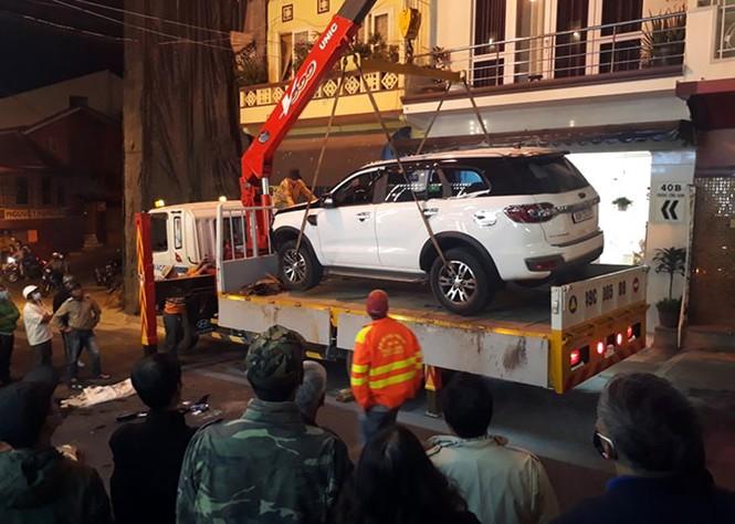 Ô tô 7 chỗ trôi tự do gây hoảng loạn cả phố Tây - ảnh 2