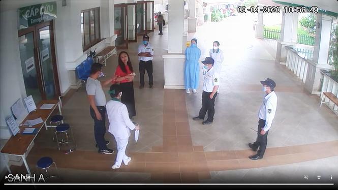 Đánh bảo vệ bệnh viện bệnh viện khi được yêu cầu khai báo y tế - ảnh 1