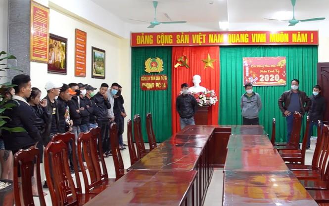 Bắt 30 dân bay lắc tàng trữ ma túy trong quán karaoke - ảnh 1