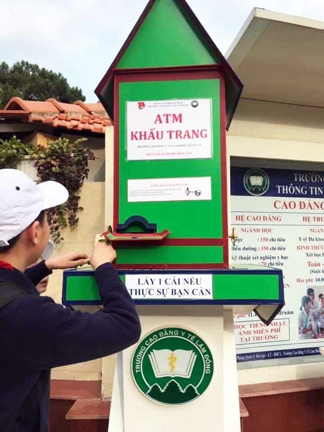 'ATM khẩu trang' miễn phí ở Đà Lạt cho du khách và người dân địa phương - ảnh 3