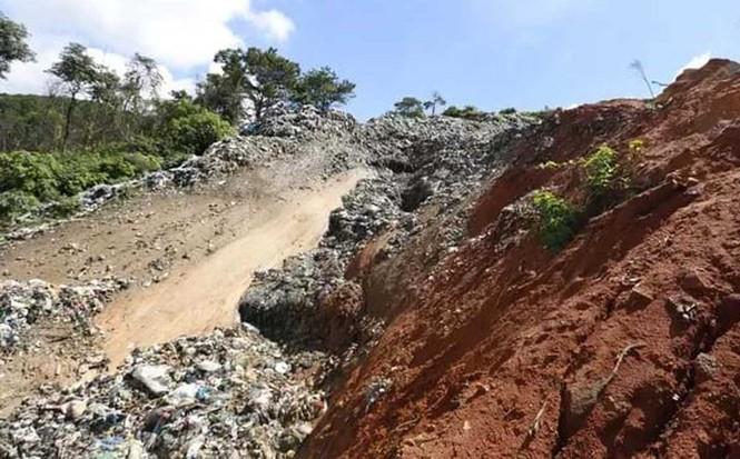 Núi rác ở Đà Lạt sạt lở hàng trăm tấn, mùi hôi thối bao phủ khắp nơi - ảnh 1