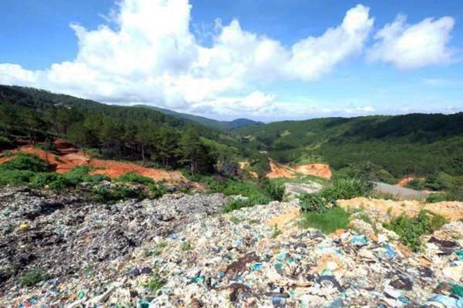 Núi rác ở Đà Lạt sạt lở hàng trăm tấn, mùi hôi thối bao phủ khắp nơi - ảnh 2