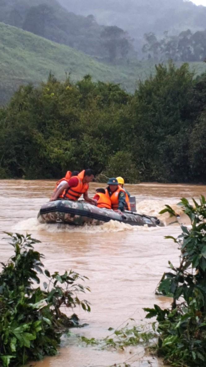 Tin mới nhất vụ cả trăm người tìm nhóm du khách bị lũ cuốn ở Lâm Đồng - ảnh 1