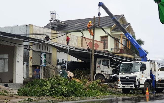 Xe bồn gãy đôi sau khi tông hàng loạt nhà cửa, xe cộ - ảnh 4