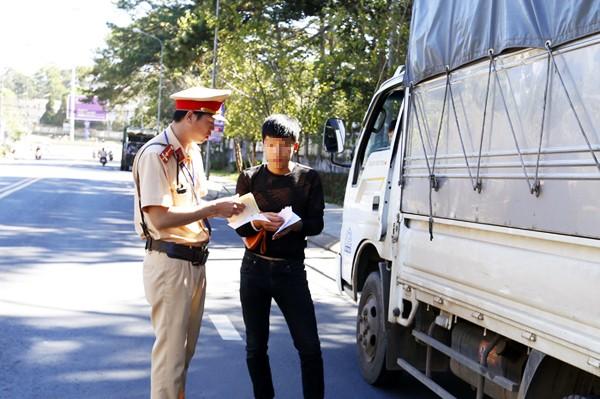 Xe khách vi phạm tốc độ 550 lần/tháng ở Lâm Đồng - ảnh 1