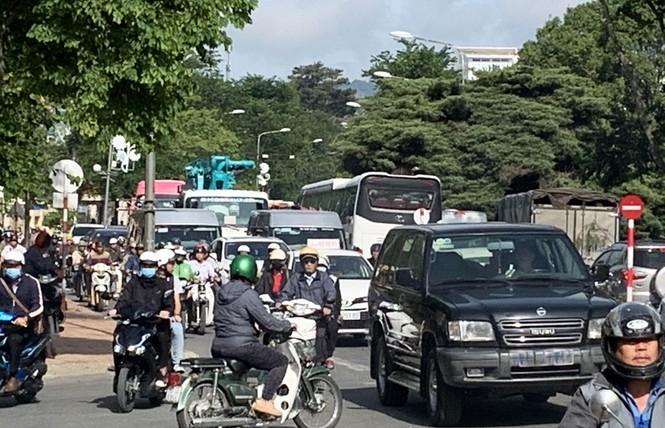 Thành phố 'không đèn giao thông' muốn lắp đèn đỏ - ảnh 1