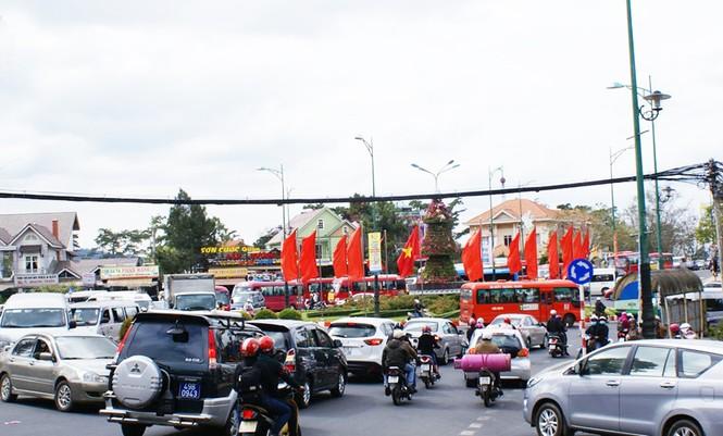Thành phố 'không đèn giao thông' muốn lắp đèn đỏ - ảnh 2
