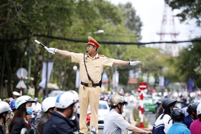 Thành phố 'không đèn giao thông' muốn lắp đèn đỏ - ảnh 4