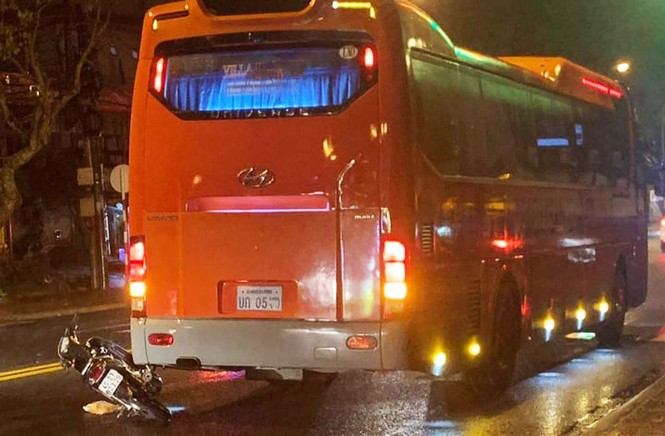 Xe khách biển số Lào, Campuchia hoạt động rầm rộ ở Lâm Đồng - ảnh 5
