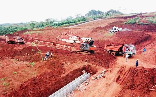 Công an vào cuộc điều tra vụ phân lô bán đất nông nghiệp ở Bảo Lộc - ảnh 4