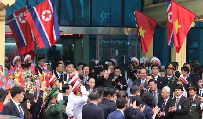 Lãnh đạo Đảng, Nhà nước tiễn Chủ tịch Kim lên tàu về nước - ảnh 4