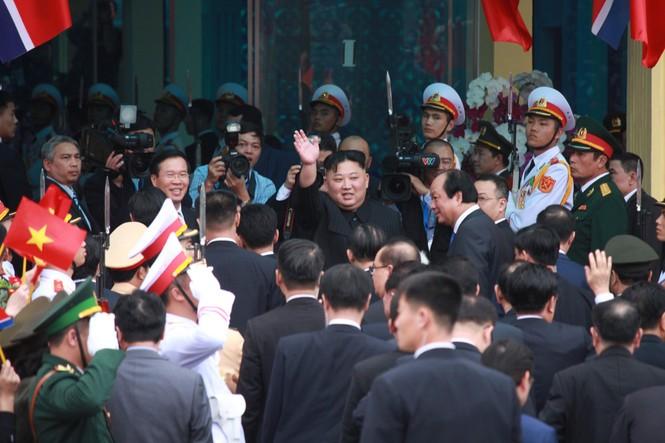 Lãnh đạo Đảng, Nhà nước tiễn Chủ tịch Kim lên tàu về nước - ảnh 3