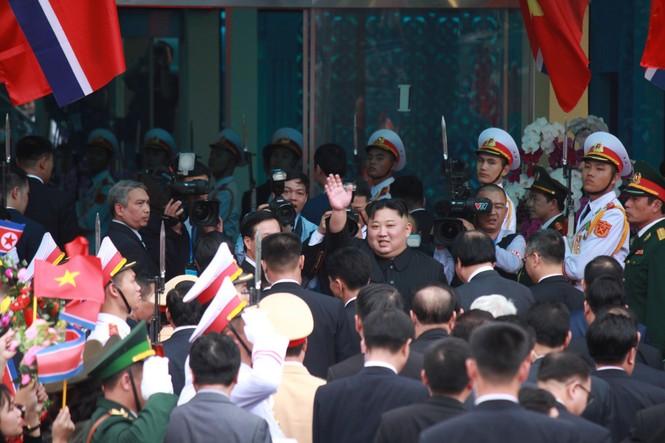 Lãnh đạo Đảng, Nhà nước tiễn Chủ tịch Kim lên tàu về nước - ảnh 2