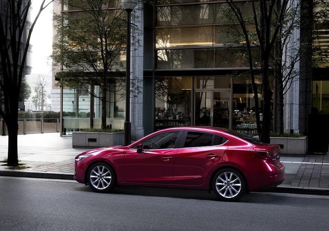 Vượt mốc 50.000 xe, Mazda3 ưu đãi lên đến 70 triệu đồng - ảnh 1
