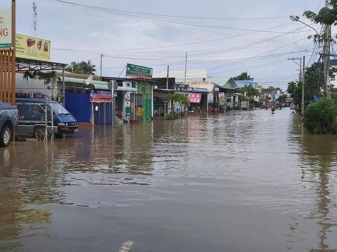Nước 'lũ' rút, ô tô bị cuốn trôi, nhiều nhà dân ở Phú Quốc tan hoang - ảnh 10