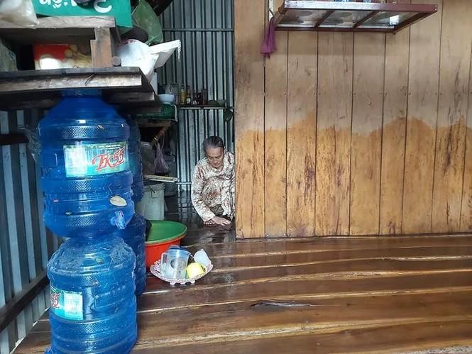 Nước 'lũ' rút, ô tô bị cuốn trôi, nhiều nhà dân ở Phú Quốc tan hoang - ảnh 1