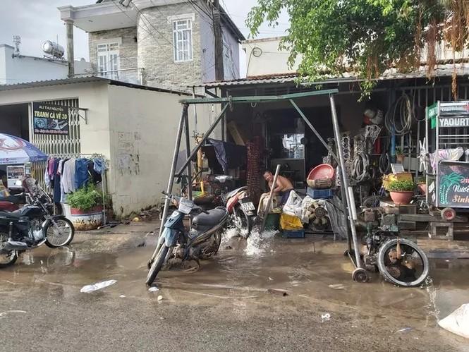 Nước 'lũ' rút, ô tô bị cuốn trôi, nhiều nhà dân ở Phú Quốc tan hoang - ảnh 3