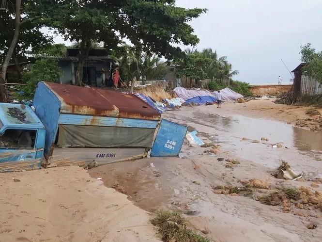 Nước 'lũ' rút, ô tô bị cuốn trôi, nhiều nhà dân ở Phú Quốc tan hoang - ảnh 5