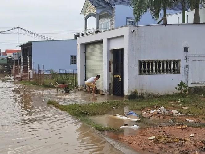 Nước 'lũ' rút, ô tô bị cuốn trôi, nhiều nhà dân ở Phú Quốc tan hoang - ảnh 6