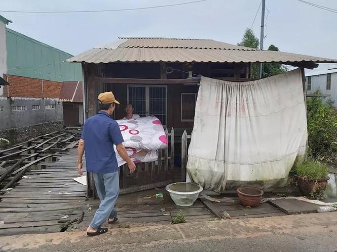 Nước 'lũ' rút, ô tô bị cuốn trôi, nhiều nhà dân ở Phú Quốc tan hoang - ảnh 7
